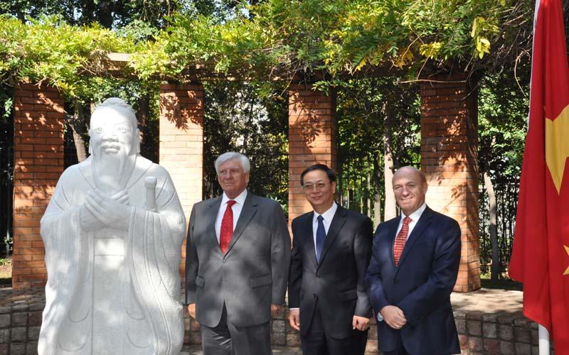 "Se inaugura Plaza ""República Popular China"" en Vitacura"