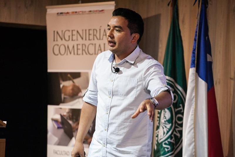 """""""En nuestras poblaciones, hay una inversión de los valores"""", Elías Jara, gestor del proyecto """"En los Ojos de mi Madre"""""""