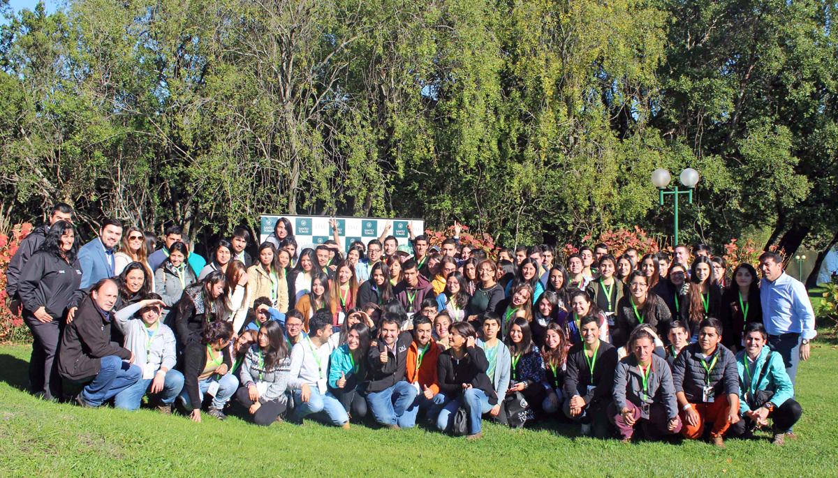 """90 jóvenes participan en """"Escuela de Líderes"""" Santo Tomás"""