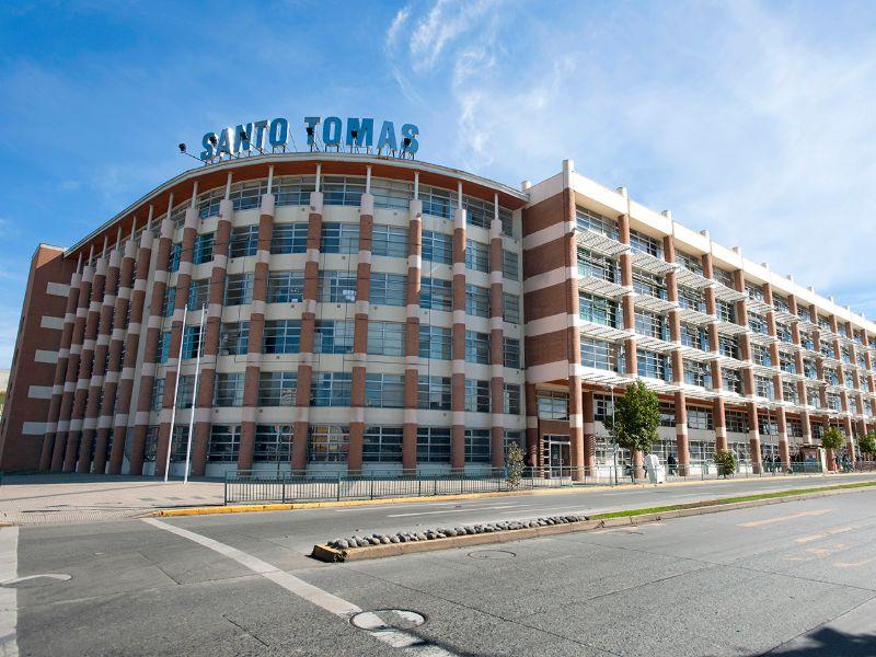 Universidad e Instituto Santo Tomás se adscriben a gratuidad