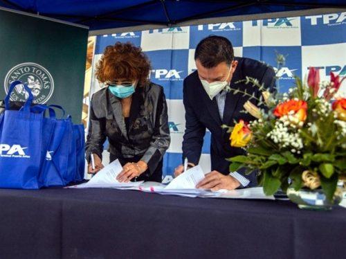 Instituciones Santo Tomás Sede firman convenio de colaboración con Terminal Puerto Arica