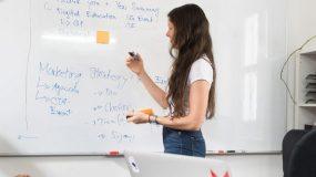 Mentorías y talleres para docentes